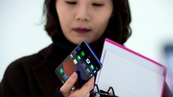 """Mobile World Congress 2019: la china Oppo presentó un """"súper zoom"""" para la cámara de su celular"""