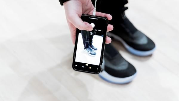 Insólito: Nike actualizó el software de sus zapatillas inteligentes y ya no se ajustan al pie