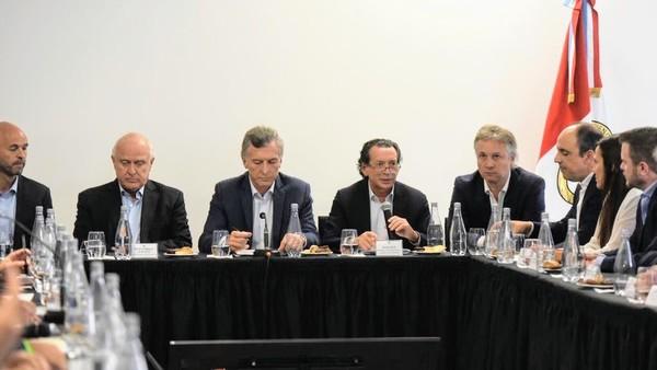 Macri anunció créditos para pymes y escuchó críticas del campo