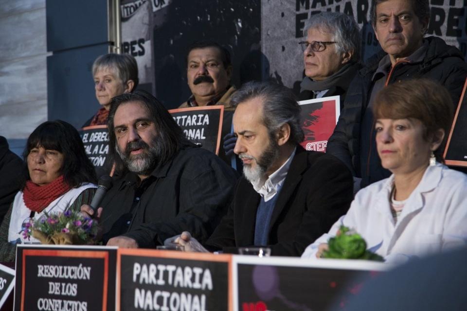 Docentes de CABA y provincia de Buenos Aires definen este jueves si van al paro
