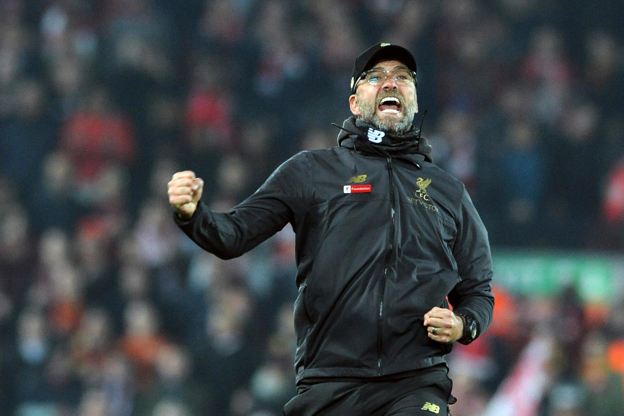 Premier League: un penal de Agüero para mantener la esperanza del City, que no le pierde pisada a Liverpool