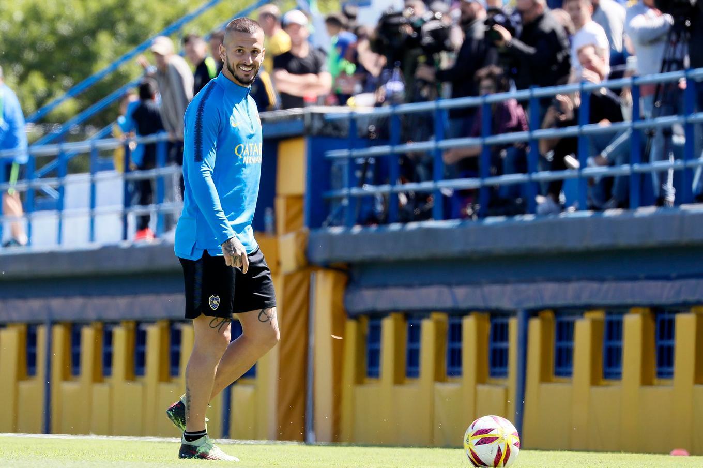 Tevez le hizo el gol a Defensa, pero otra vez sale del equipo titular de Boca