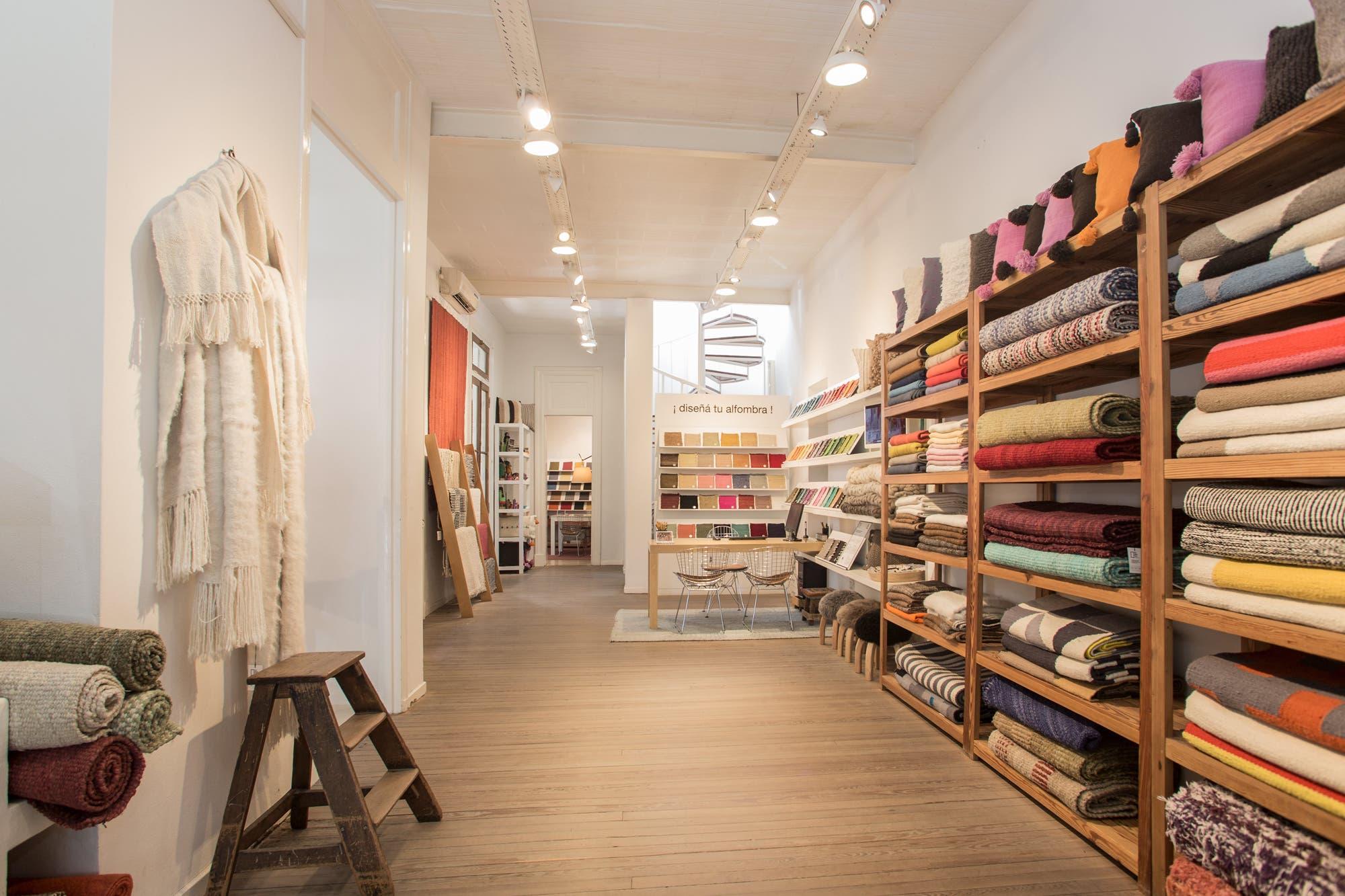 Producción artesanal. Unen a tejedores de alfombras de todo el país y exportan a diez países