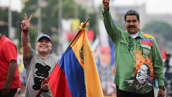 Diego Maradona viajará a Venezuela para reunirse con Maduro y después quiere pasar por Brasil para juntarse con Lula