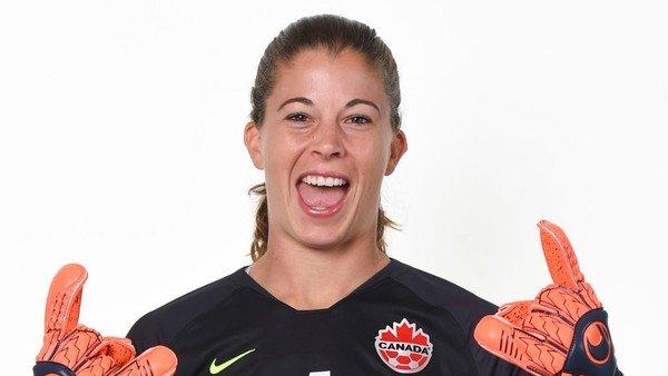 Historias de mujeres que quisieron jugar en el fútbol masculino y no pudieron superar el muro de la FIFA