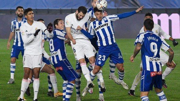 Real Madrid tropezó con Alavés y se aleja de la punta