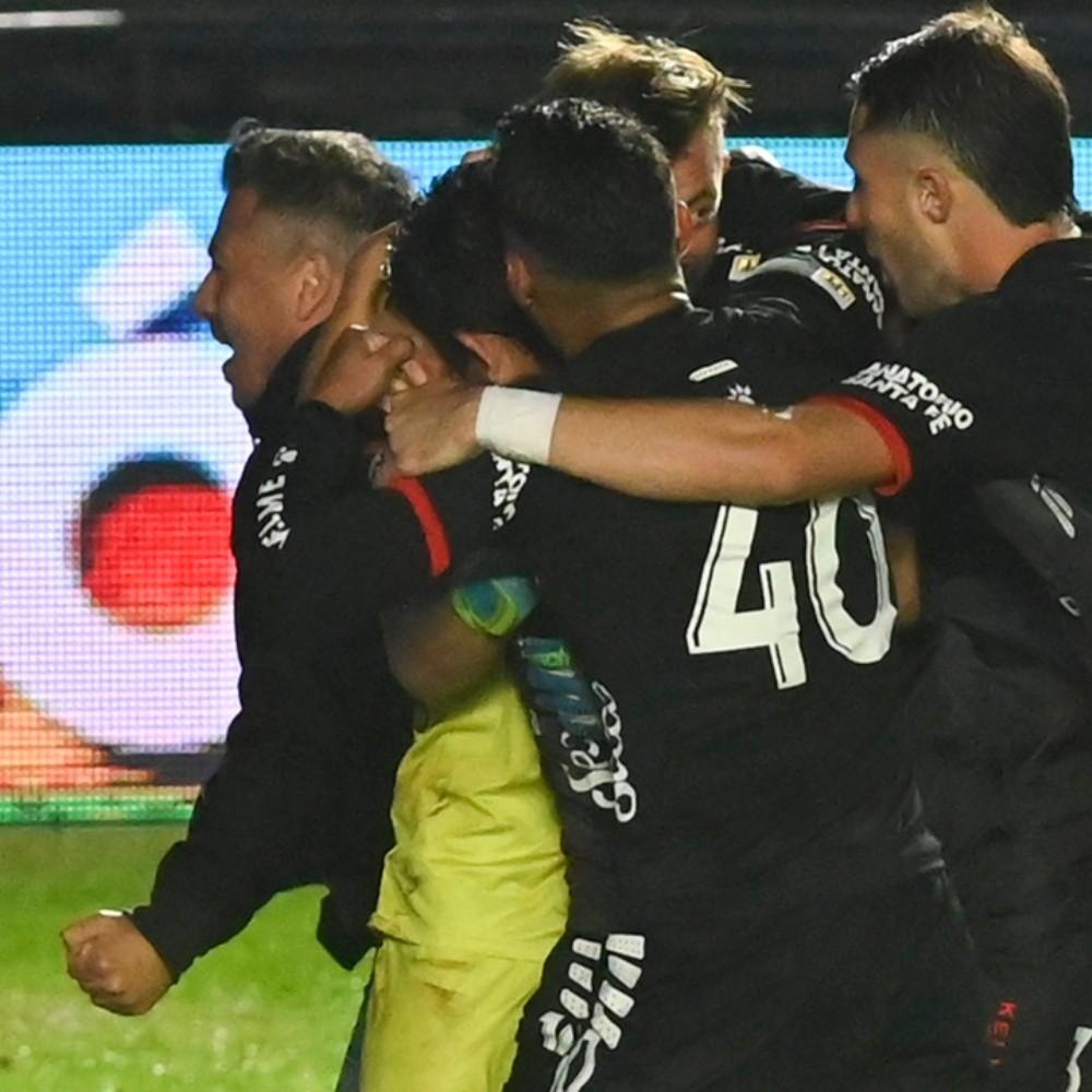 Copa de la Liga Profesional: Colón no erró en los penales y se metió en la semifinal