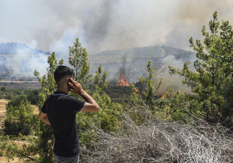 enormes-incendios-causan-estragos-en-turquia