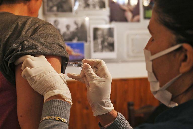 vacunacion-covid-19-en-argentina:-cuantas-dosis-se-aplicaron-al-1-de-agosto