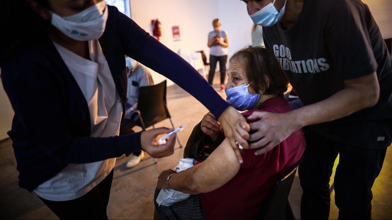 por-primera-vez,-el-gobierno-hizo-una-aclaracion-sobre-el-efecto-de-las-vacunas-y-la-trombosis