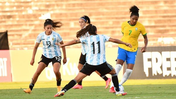 futbol-femenino:-brasil-fue-mucho-para-la-seleccion-argentina-que-cayo-goleada-por-4-1